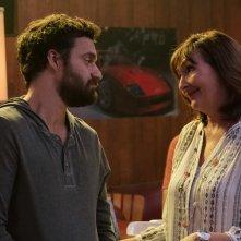 Prendimi!: Jake Johnson e Nora Dunn in una scena del film