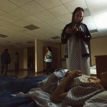 Unsane: Claire Foy e Juno Temple in un momento del film