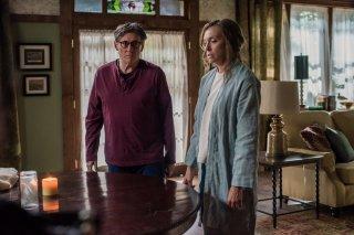 Hereditary: Toni Collette e Gabriel Byrne in una scena del film