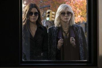 Ocean's 8: Sandra Bullock e Cate Blanchett in una scena del film