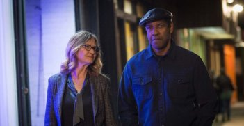 The Equalizer 2 - Senza perdono, Denzel Washington e Melissa Leo in una scena