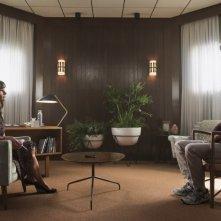Homecoming: Julia Roberts in una foto della serie