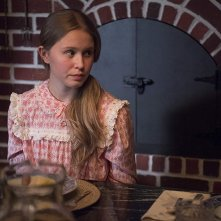 Sharp Objects: Eliza Scanlen nell'episodio Fix