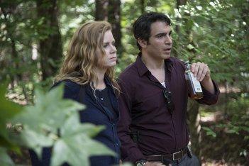 Sharp Objects: Amy Adams insieme a Chris Messina nell'episodio Ripe