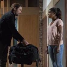 Breaking In: Gabrielle Union e Billy Burke in una scena del film