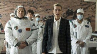 The First: Natascha McElhone circondata da astronauti