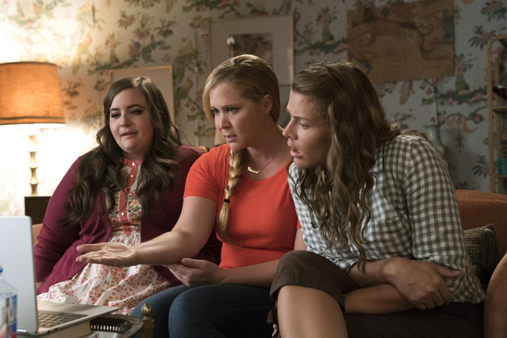 Come ti divento bella: Amy Schumer e Busy Philipps in una scena del film