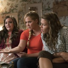 Come ti divento bella: Amy Schumer e Busy Philipps in una scena del film