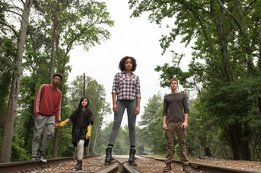 Darkest Minds: Skylan Brooks, Amandla Stenberg, Harris Dickinson e Miya Cech in un momento del film