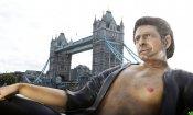 Jurassic Park: la sexy statua di Jeff Goldblum davanti al Tower Bridge!