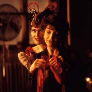 images/2018/07/18/line-the-cross-and-the-curve-1993-miranda-richardson-behind-kate-bush-holding-red-shoes.jpg