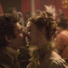 Mary Shelley - Un amore intramontabile: Elle Fanning e Douglas Booth in un momento del film