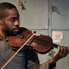 Il maestro di violino: Lazaro Ramos in un momento del film