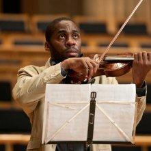 Il maestro di violino: Lazaro Ramos in una scena del film