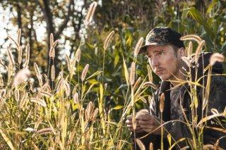 Escape at Dannemora: Paul Dano si mimetizza nella vegetazione