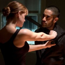 Iron Fist 2: Sacha Dhawan e Alice Eve in una minacciosa sequenza