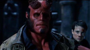 Hellboy, Ron Perlman in una scena