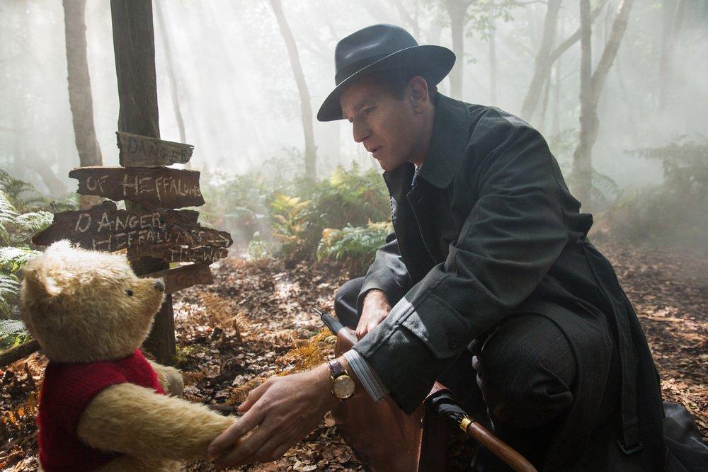 Ritorno al Bosco dei 100 Acri: Ewan McGregor in una scena del film