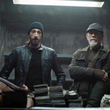 Adrien Brody e John Malkovich in una scena di Bullet Head