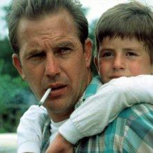 Kevin Costner e T.J. Lowther in una scena di Un mondo perfetto