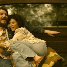 Blaze: Alia Shawkat e Ben Dickey ridono in una scena