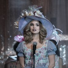 Insatiable: una scena con Debby Ryan