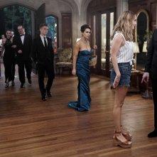 Insatiable: Dallas Roberts, Debby Ryan e Alyssa Milano in una scena della serie