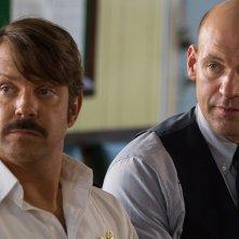 Driven: Corey Stoll e Jason Sudeikis in una scena del film