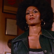 Foxy Brown: Pam Grier in una scena del film