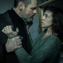 Dark Crimes: Jim Carrey e Charlotte Gainsbourg in una scena del film