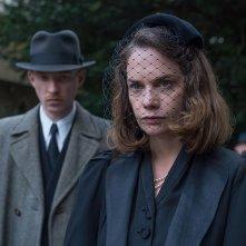 The Little Stranger: Ruth Wilson e Domhnall Gleeson una scena del film