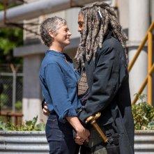 The Walking Dead: Melissa McBride e Khary Payton in un tenero momento