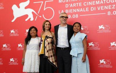 """Roma, Alfonso Cuarón: """"Non giudicate la mia scelta di distribuire il film con Netflix!"""""""