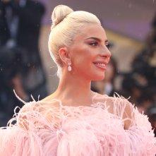 Venezia 2018: una sorridente Lady Gaga sul red carpet di A Star is Born
