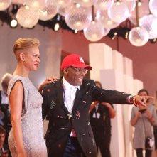 Venezia 2018: uno scatto di Spike Lee sul red carpet di A Star is Born