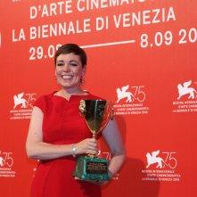 Venezia 2018: una sorridente Olivia Colman al photocall dei premiati