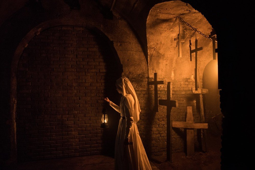 The Nun: Taissa Farmiga in una scena del film
