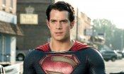 Superman: Henry Cavill commenta la sua uscita con un bizzarro video