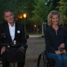 Tutti in piedi: Franck Dubosc e Alexandra Lamy in una scena del film