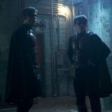 Titans: Curran Walters e Brenton Thwaites a confronto in una scena
