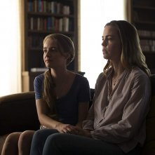 The First: Melissa George e Anna Jacoby-Heron nell'episodoi Two Portraits