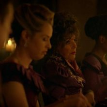 American Horror Story - Apocalypse: Joan Collins in una scena