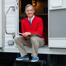 Mr. Rogers: Tom Hanks nella prima foto del film