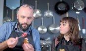 """Il Trono di Spade, Maisie Williams prova a cucinare un """"pane metalupo"""""""