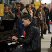 In Your Hands: Jules Benchetrit suona il pianofrote