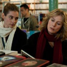 Il complicato mondo di Nathalie: Karin Viard e Dara Tombroff in un momento del film
