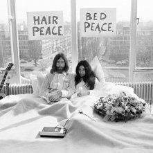 Imagine: John Lennon e Yoko Ono in una foto del film