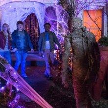 Piccoli brividi 2: I fantasmi di Halloween, Madison Iseman, Caleel Harris e Jeremy Ray Taylor in una scena del film