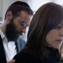 Disobedience: Rachel McAdams e Alessandro Nivola in un momento del film