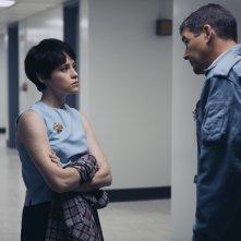 First Man - Il primo uomo: Claire Foy e Kyle Chandler in una scena del film